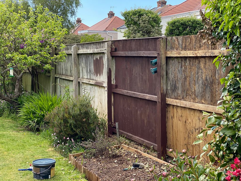 how dark is wickes chestnut brown fence paint